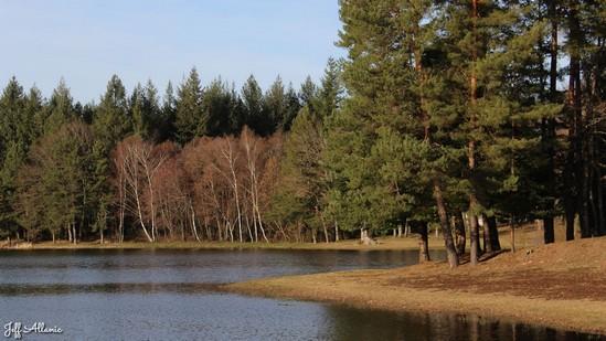 Photo fiche road-trip N° 10_103_1 - De châteaux en petites gares, de lacs en barrages - L'étang de la Combe Chave - Espagnac - 19150