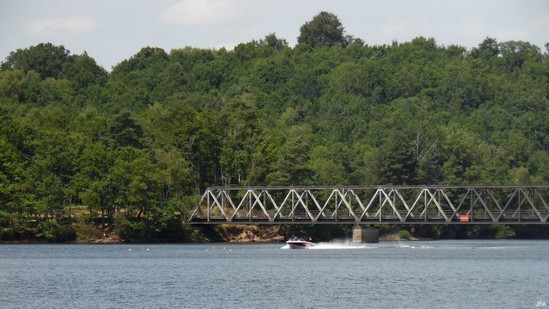 Photo fiche road-trip N° 10_107_1 - De châteaux en petites gares, de lacs en barrages - Le pont du tacot de Lantourne - Marcillac-la-Croisille - 19320