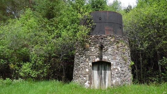 Photo fiche road-trip N° 10_286_1 - De châteaux en petites gares, de lacs en barrages - La citerne ferroviaire de Lafage-sur-Sombre - Lagafe-sur-Sombre - 19320
