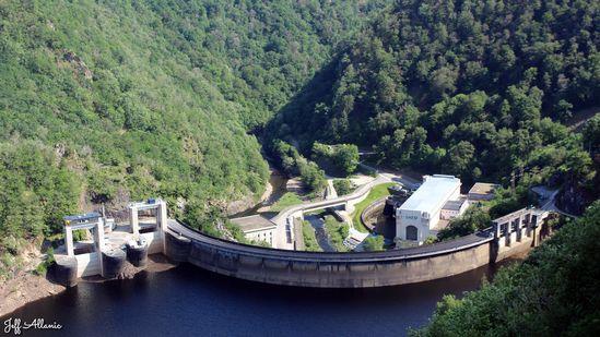 Photo fiche road-trip N° 11_275_1 - Les gorges sauvages de la Dordogne - Le barrage de Maréges - Liginiac - 19160