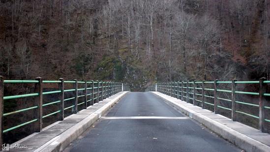 Photo fiche road-trip N° 11_284_1 - Les gorges sauvages de la Dordogne - Le pont des Ajustants - Neuvic - 19160
