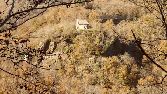 Photo fiche road-trip N° 11_285_1 - Les gorges sauvages de la Dordogne - La petite chapelle du Gour Noir - Saint-Pantaléon-de-Lapleau - 19160