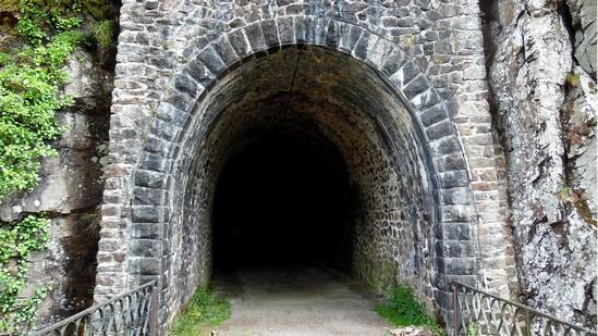 Photo fiche road-trip N° 11_361_1 - Les gorges sauvages de la Dordogne - Tunnel du viaduc des Rochers Noirs - Soursac - 19550