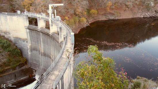 Photo fiche road-trip N° 11_363_1 - Les gorges sauvages de la Dordogne - Le barrage sur la Luzège - Saint-Pantaléon-de-Lapleau - 19160