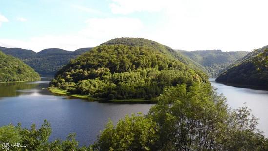 Photo fiche road-trip N° 11_78_1 - Les gorges sauvages de la Dordogne - Panorama sur un méandre de la Dordogne - Laval-sur-Luzège - 19550