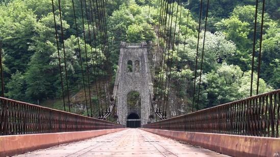 Photo fiche road-trip N° 11_84_1 - Les gorges sauvages de la Dordogne - Le viaduc des Rochers Noirs - Lapleau - 19550