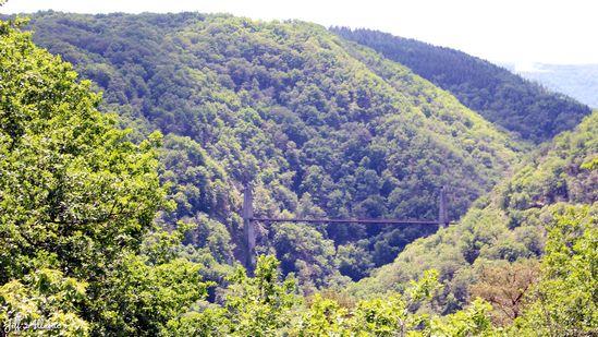 Photo fiche road-trip N° 11_86_1 - Les gorges sauvages de la Dordogne - Panorama sur le viaduc des Rochers Noirs - Soursac - 19550