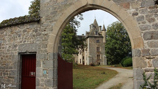 Photo fiche road-trip N° 12_1052_1 - Le pays de Ventadour - Le château de Maumont - Rosier-d'Egletons - 19300
