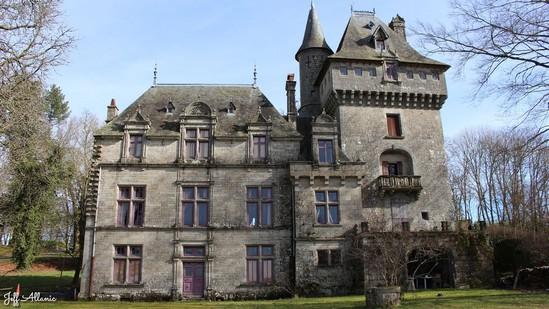 Photo fiche road-trip N° 12_3227_1 - Les portes du Périgord blanc - Le château de Montaignac-saint-Hippolyte - Montaignac-Saint-Hippolyte - 19300