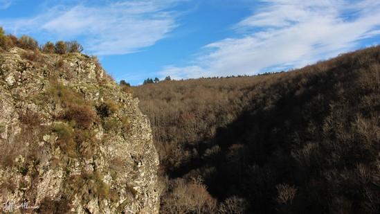 Photo fiche road-trip N° 12_3231_1 - Le pays de Ventadour - Les falaises de Rouchilloux - Darnets - 19300