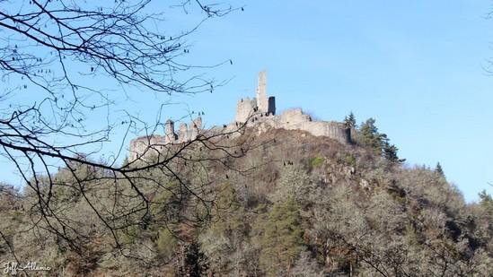 Photo fiche road-trip N° 12_372_1 - Le pays de Ventadour - Vue sur le château de Ventadour - Moustier-Ventadour - 19300