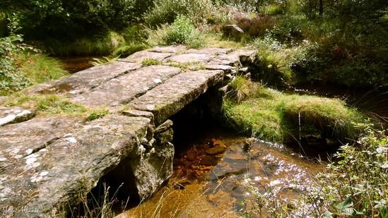 Photo fiche road-trip N° 12_413_1 - Le pays de Ventadour - Les ponts de pierres plates  de Florentin - Bonnefond -  19170
