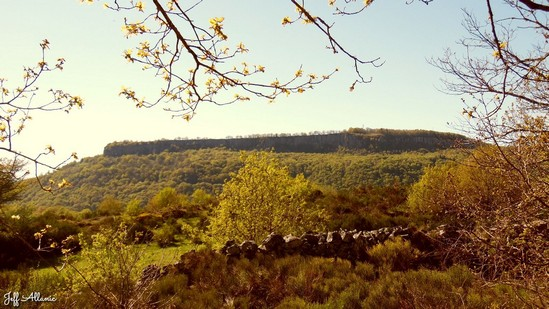 Photo fiche road-trip N° 13_265_1 - Les portes du Périgord blanc - Le Puy Morel - Bort-les-Orgues  - 19110