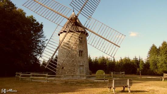 Photo fiche road-trip N° 14_373_1 - Les portes du Périgord blanc - Le moulin à vent de Valiergues - Valiergues - 19200