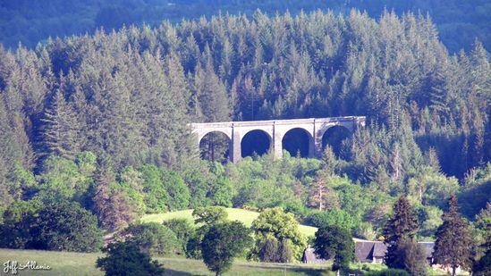 Photo fiche road-trip N° 15_1090_1 - Le château d'eau de la Nouvelle Aquitaine - Le viaduc des Farges - Meymac - 19250