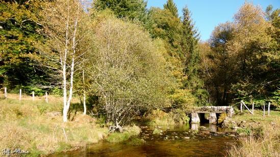 Photo fiche road-trip N° 15_1091_1 - Les portes du Périgord blanc - Le pont de l'âne - Millevaches - 19290