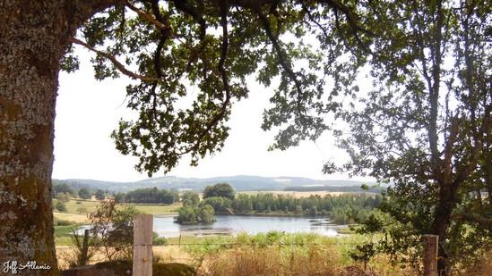 Photo fiche road-trip N° 15_1092_1 - Le château d'eau de la Nouvelle Aquitaine - L'étang de Chabennes - Tarnac - 19170