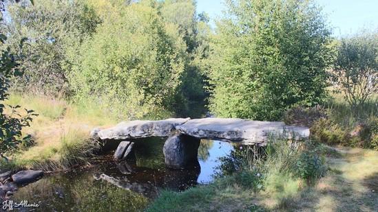 Photo fiche road-trip N° 15_385_1 - Les portes du Périgord blanc - Le pont de pierres et l'étang des Chabannes - Tarnac - 19170
