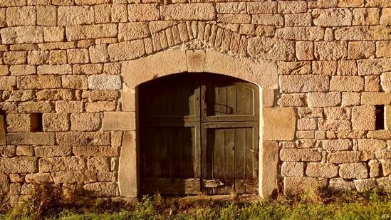 Photo fiche road-trip N° 15_394_1 - Le château d'eau de la Nouvelle Aquitaine - Le hameau de Ars - Pérols-sur-Vézère - 19170