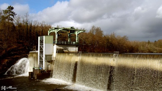 Photo fiche road-trip N° 16_196_1 - Entre Vézère sauvage et Corrèze inattendue - Le barrage de Peyrissac - Affieux - 19260