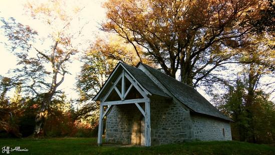Photo fiche road-trip N° 16_229_1 - Entre Vézère sauvage et Corrèze inattendue - La petite chapelle du Mont Cé - Chameret - 19370