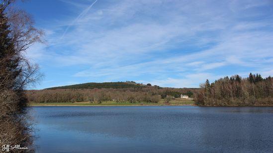 Photo fiche road-trip N° 16_430_1 - Entre Vézère sauvage et Corrèze inattendue - L'étang de Saint-Hilaire - Saint-Hilaire-les-Courbes - 19170