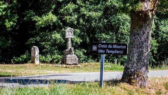 Photo fiche road-trip N° 17_244_1 - Les portes du Périgord blanc - La croix du Mouton - Peyrelevade - 19290