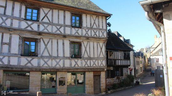 Photo fiche road-trip N° 19_59_1 - Les portes du Périgord blanc - Le village de  Donzenac - Donzenac - 19270
