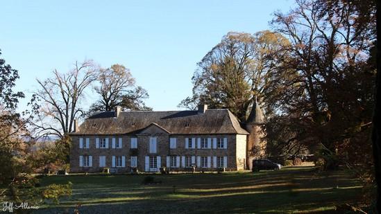 Photo fiche road-trip N° 4_164_1 - La perle du Limousin - Le Château de Maubec - Uzerche - 19140