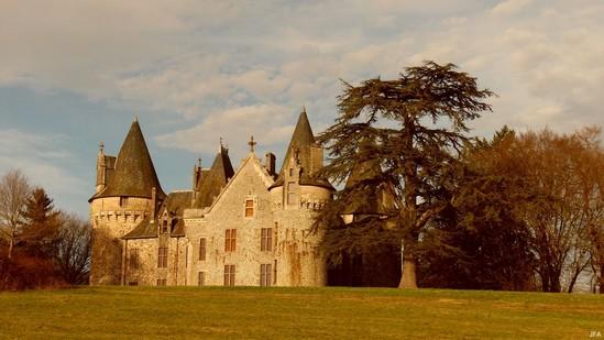 Photo fiche road-trip N° 4_180_1 - Les portes du Périgord blanc - Le château du Pin - Salon-la-Tour - 19510