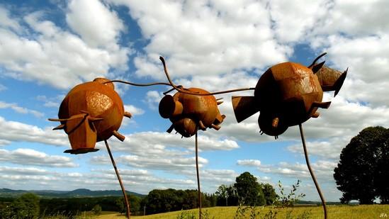 Photo fiche road-trip N° 4_417_1 - La perle du Limousin - La statue des Vaches volantes - Eyburie - 19140