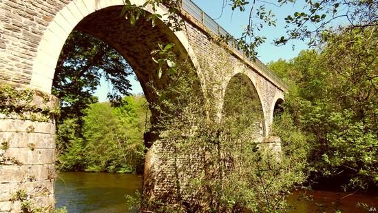 Photo fiche road-trip N° 4_478_1 - La perle du Limousin - Le pont des Carderies sur la Vézère - Espartignac - 19140