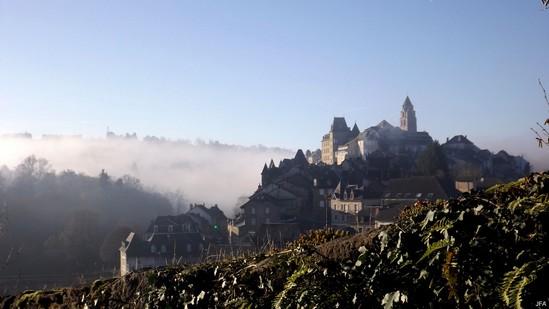 Photo fiche road-trip N° 4_715_1 - Les portes du Périgord blanc - Le quartier de la chapelle de Sainte-Eulalie - Uzerche - 19140