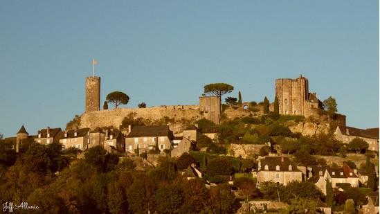 Photo fiche road-trip N° 6_15_1 - La riviéra Correzienne - Panorama autour du château de Turenne - Turenne - 19500