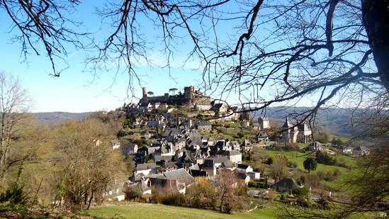 Photo fiche road-trip N° 6_16_1 - La riviéra Correzienne - Le village de Turenne - Turenne - 19500