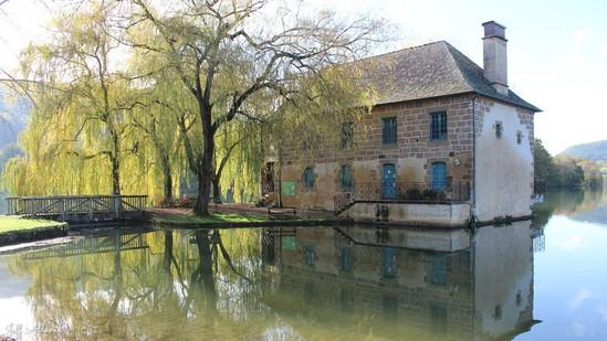 Photo fiche road-trip N° 6_7_1 - La riviéra Correzienne - Le moulin de Lissac - Lissac-sur-Couze - 19600