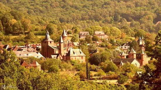 Photo fiche road-trip N° 7_21_1 - La vallée de la Dordogne  - Panorama sur Collonges-le-Rouge - Collonges-la-Rouge - 19500