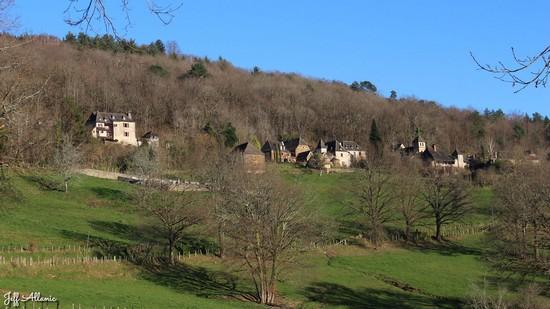 Photo fiche road-trip N° 7_36_1 - La vallée de la Dordogne  - Panorama depuis Bassignac-le-Bas - Bassignac-le-Bas - 19430