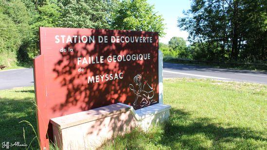 Photo fiche road-trip N° 7_8049_1 - La vallée de la Dordogne  - La faille géologique de Meyssac - Collonges-la-Rouge - 19500