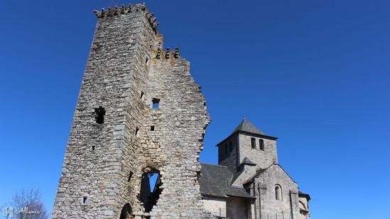Photo fiche road-trip N° 8_493_1 - Sources et inspirations de Coco Chanel - Le ruine du château de Cornil - Cornil - 19150