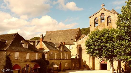 Photo fiche road-trip N° 8_494_1 - Les portes du Périgord blanc - Le village d'Aubazine - Aubazine - 19190