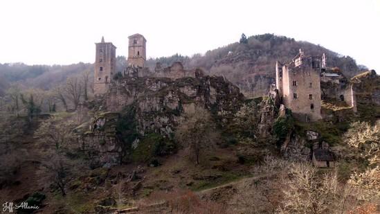 Photo fiche road-trip N° 9_1006_1 - La Xaintrie médiévale - Aire de pique-nique des Tours de Merle - Saint-Geniez-ô-Merle - 19220