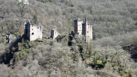 Photo fiche road-trip N° 9_101_1 - La Xaintrie médiévale - Panorama sur les tours de  Merle - Saint-Geniez-ô-Merle - 19220