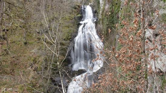 Photo fiche road-trip N° 9_328_1 - Les portes du Périgord blanc - La cascade du Redenat - Auriac - 19220