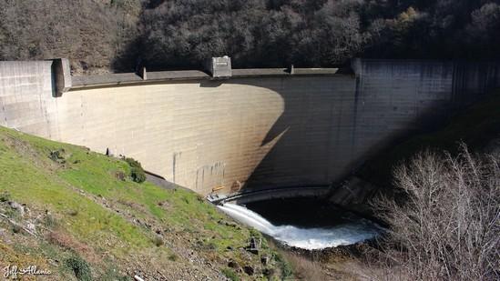 Photo fiche road-trip N° 9_39_1 - La Xaintrie médiévale - Le barrage de Hautefage - Hautefage - 19400