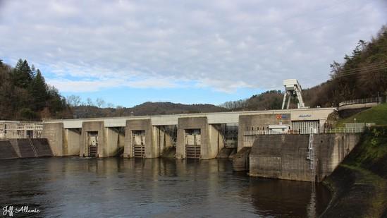 Photo fiche road-trip N° 9_44_1 - La Xaintrie médiévale - Le barrage du Sablier - Argentat - 19400