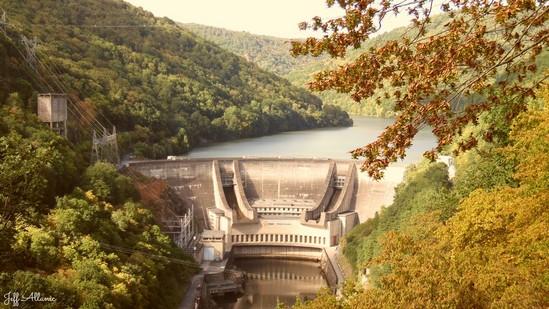 Photo fiche road-trip N° 9_51_1 - La Xaintrie médiévale - Belvédère au dessus du barrage du Chastang - Servières-le-Château - 19220