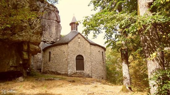 Photo fiche road-trip N° 9_56_1 - La Xaintrie médiévale - La petite chapelle du Roc - Servières-le-Château - 19220