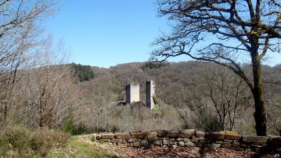 Photo fiche road-trip N° 9_95_1 - Les portes du Périgord blanc - Les tours des Carbonnières - Goulles - 19430